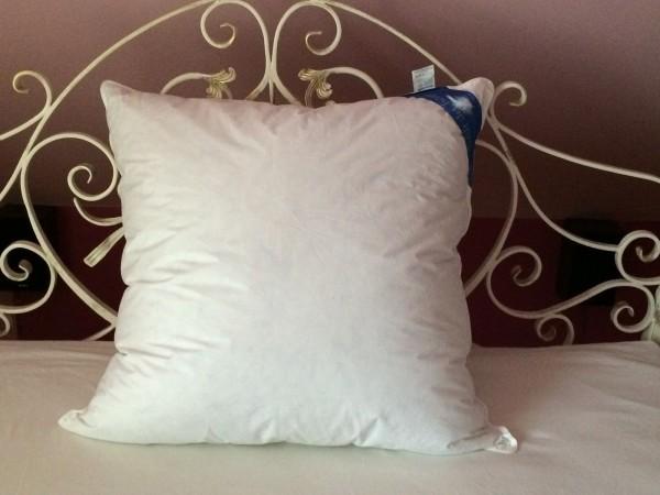 versandfrei daunen kissen federn kopfkissen 80x80 f llung 1380 g ko tex weiss ebay. Black Bedroom Furniture Sets. Home Design Ideas