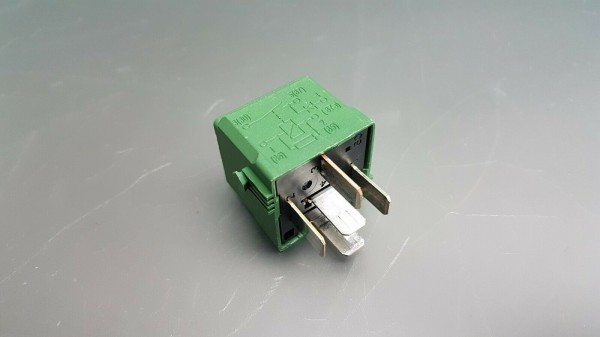 Orig Mercedes Relais 4-Pin Schwarz Hella Arbeitsstrom 4RA007791-13 A0025427219